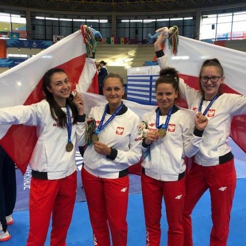 Dziewczyny z brązowym medalem w drużynie - Neapol 2019